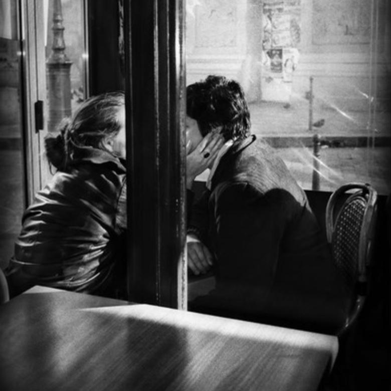 kiss at restaurant