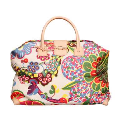 Our Chicago vacation photos are coming right up, but in the meantime, how pretty are these travel bags from Sweden? They're covered with Josef Frank fabric