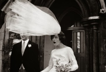 wedding-moment-veil-blowing