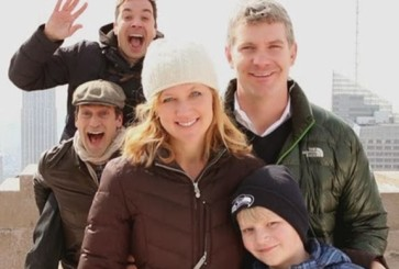 jimmy-fallon-jon-hamm-photobomb-nyc-tourists-copy