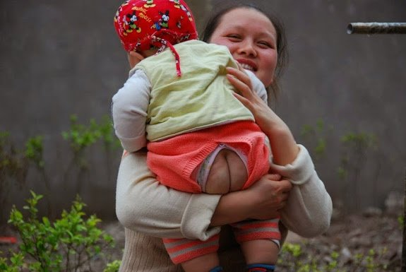 split-pants-motherhood-shanghai