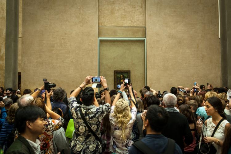 guia-besana-mona-lisa-selfies-cameras-new-york-times