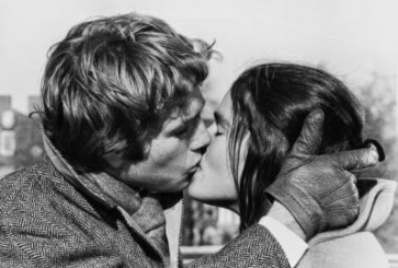 love-story-movie-kiss-iconic