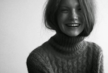 turtleneck-hair-tuck-