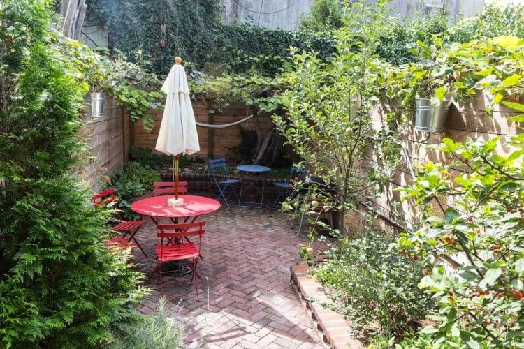 backyard-skinny-house-brooklyn
