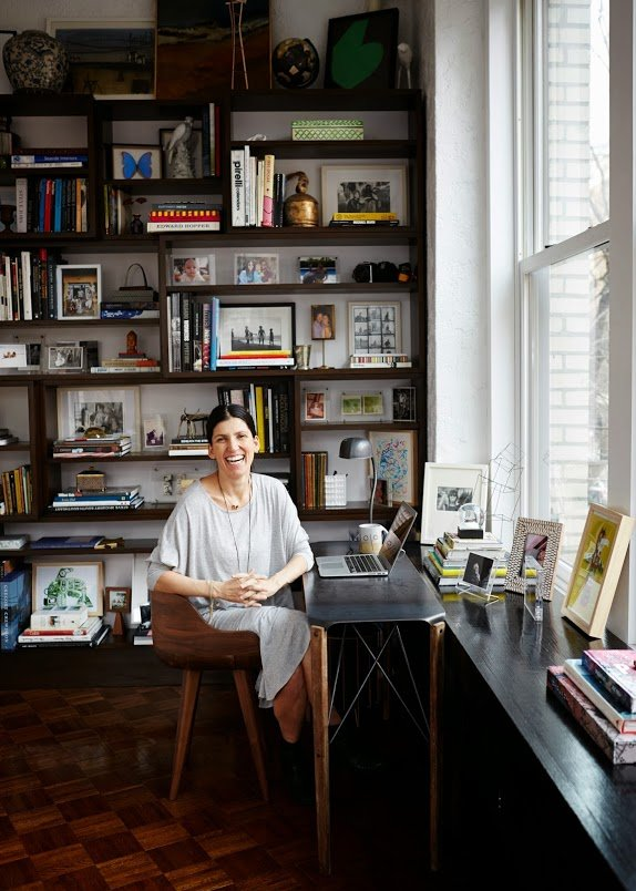 ariane-goldman-west-village-home-tour-bookshelf-inspiration