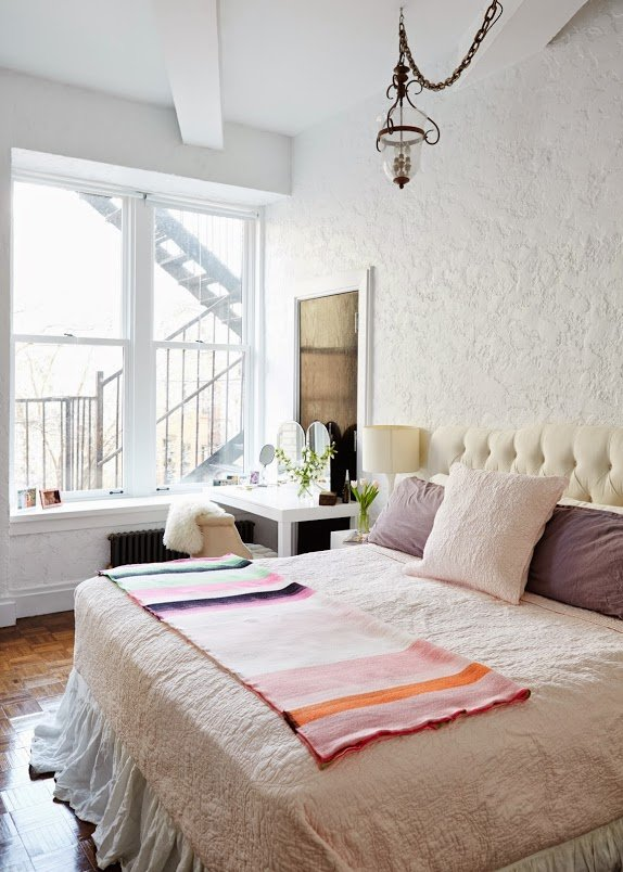 bedroom-ariane-goldman-nyc-apartment-cupofjo