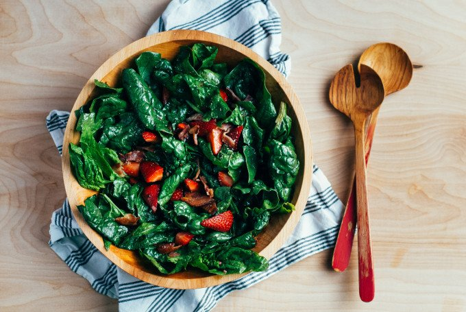 spinach-salad-with-stawberries-bacon