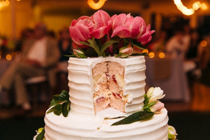 A Surprise Wedding Cake