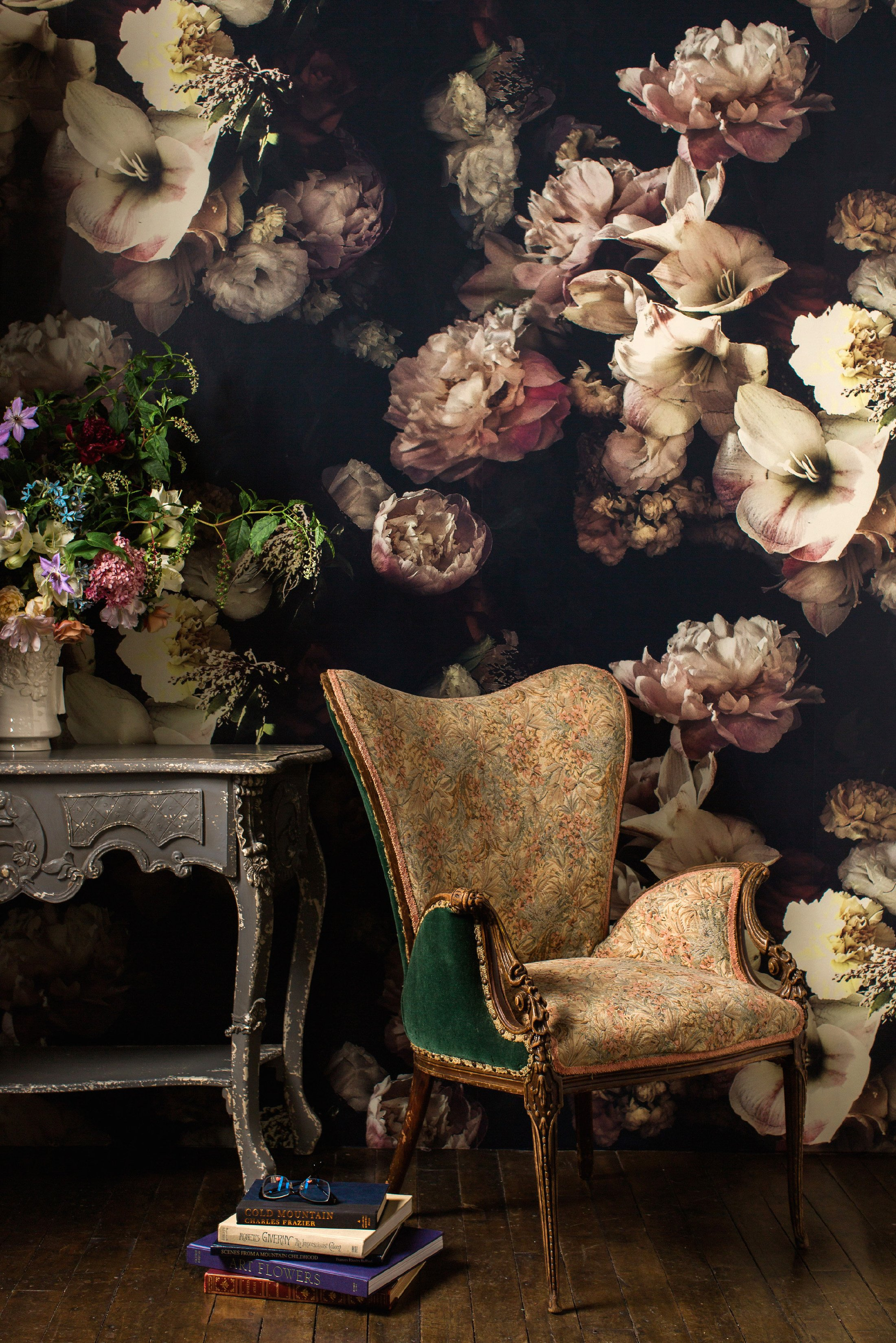 Hip interior design is embracing 16th century old dutch for Floral wallpaper for home