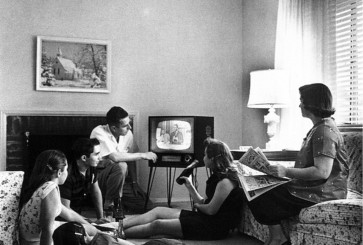 vintage-photo-family-watching-tv