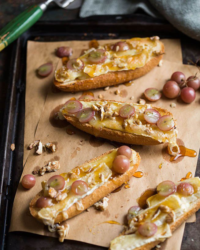 Brie and Grape Tartines