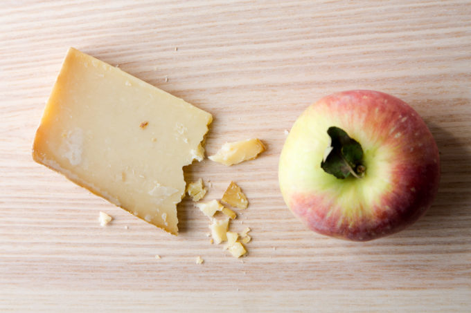 Seven Best Cheese Pairings: Aged cheddar and Honeycrisp apple