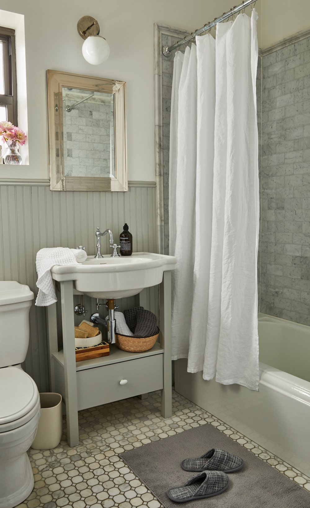 Awesome Bathroom Makeover Tips With Parachute