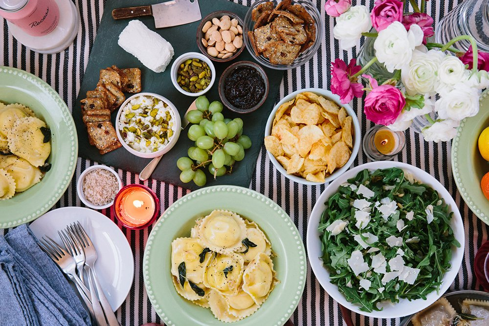 How to Host a Small Space Dinner Party