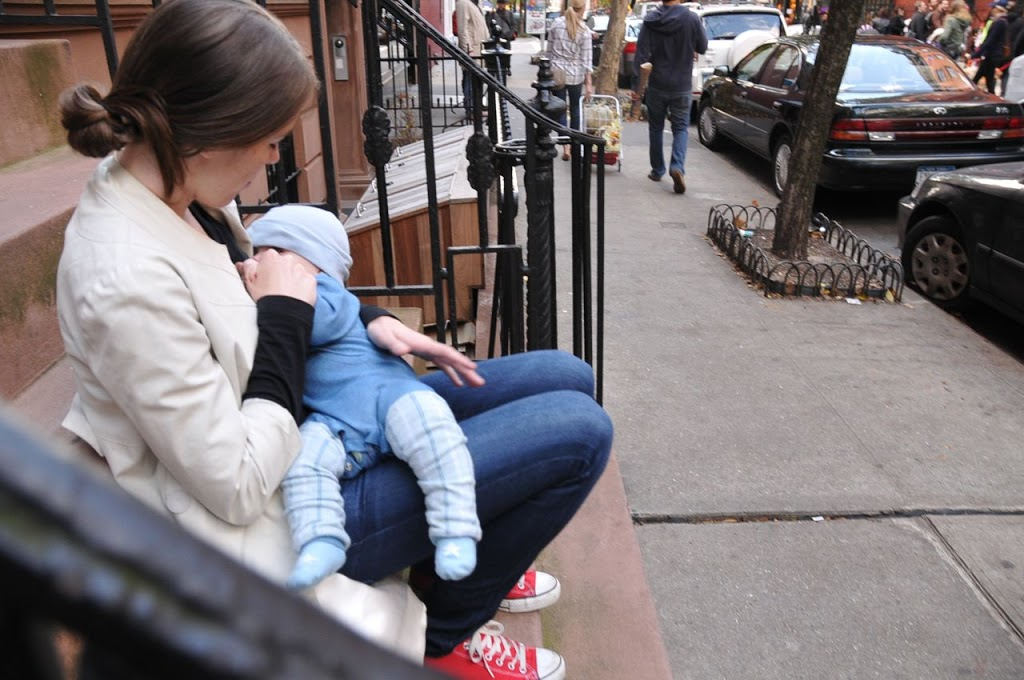 joanna goddard breastfeeding baby in public