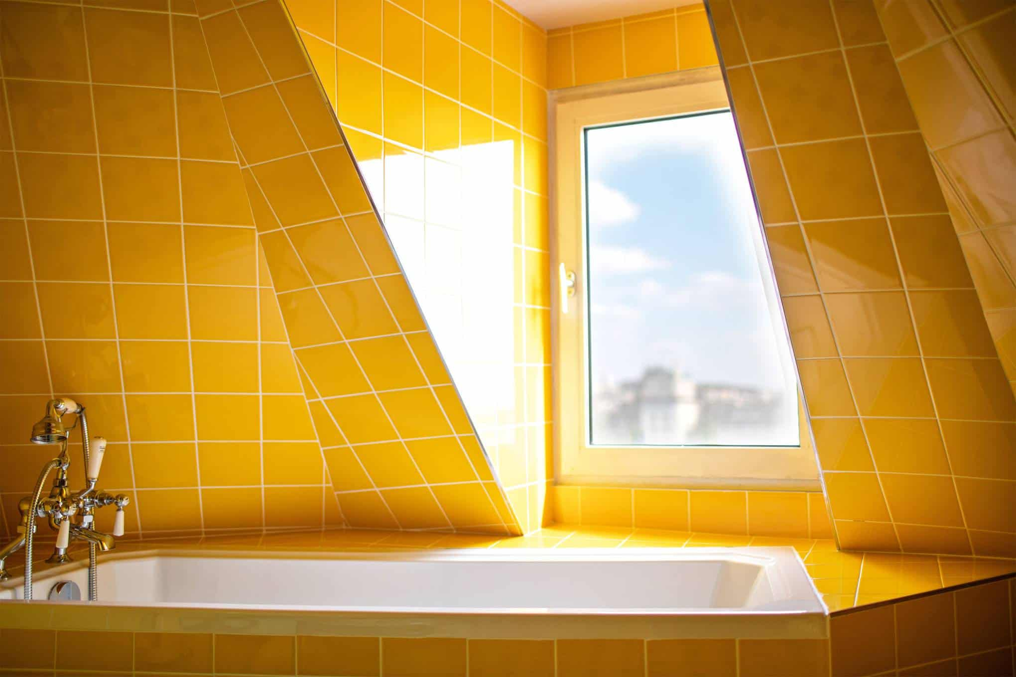 yellow bathroom Hotel Deux Gares