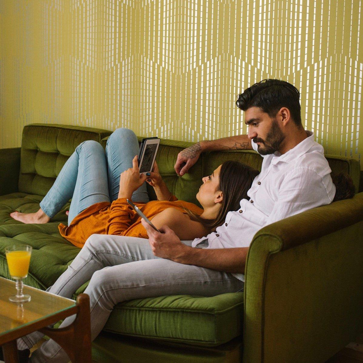 زن و شوهر کتاب می خوانند